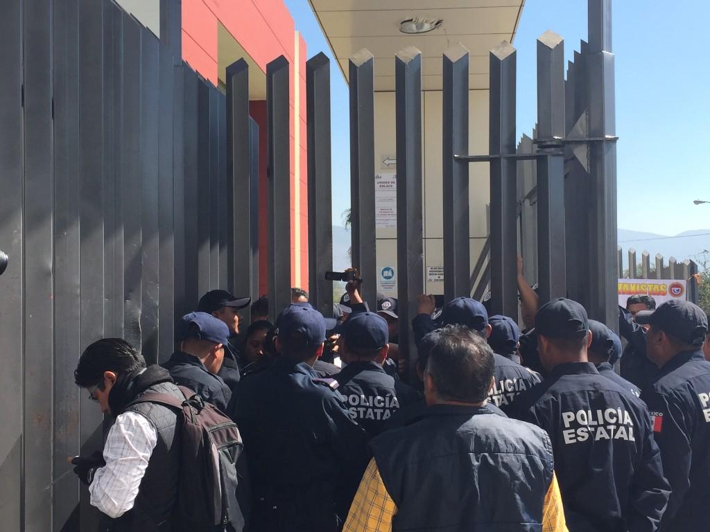 policia estatal ingresa al congreso